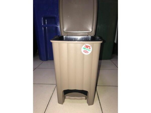 Plastikovaya urna s pedalyu 20 l (korichnevaya) 4