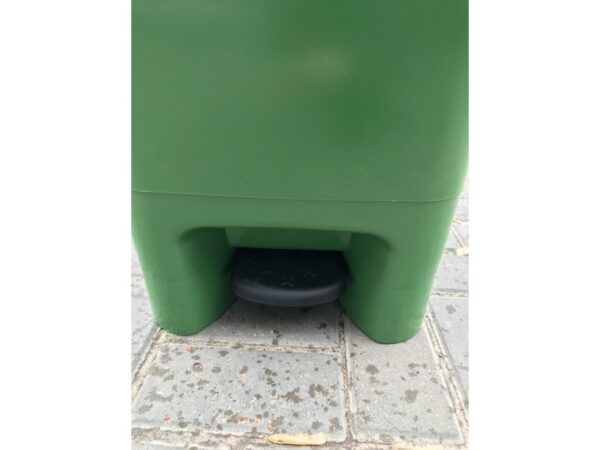 Musornyj bak s pedaliyu 80l (zelenyj) EU 05